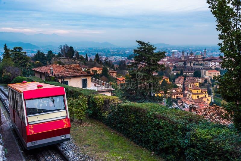 过来的Funicolare从Città亚尔他的小山 库存图片