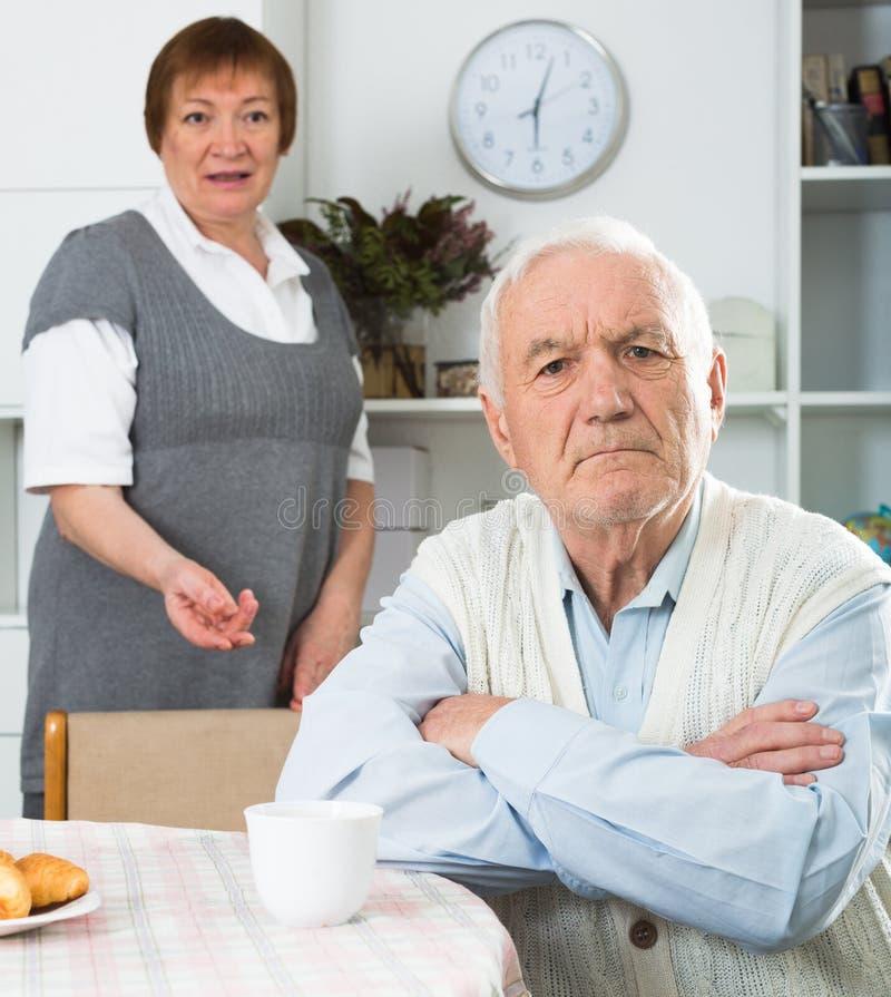 年迈的夫妇争论 库存图片