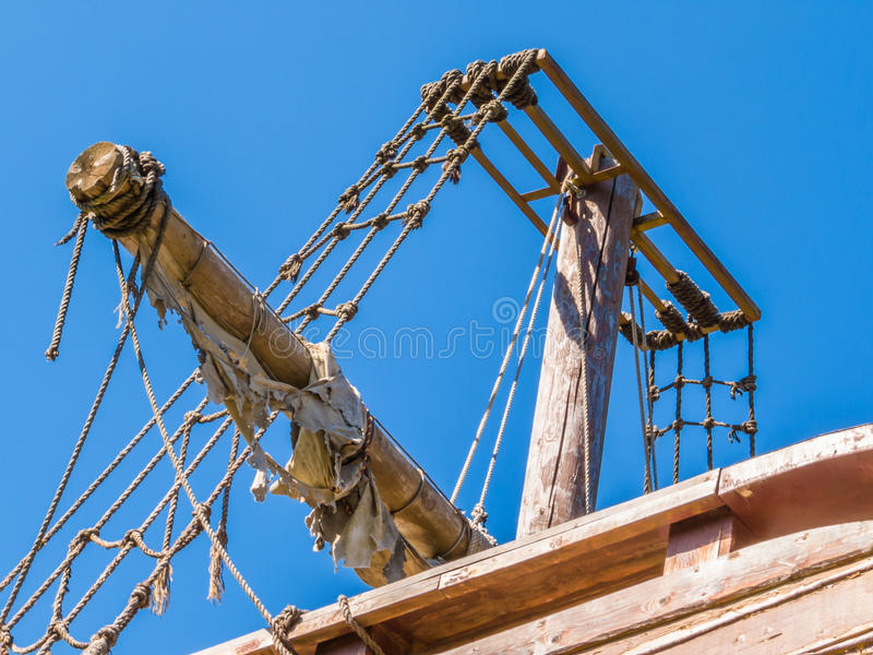 年迈的帆船岸上 库存图片