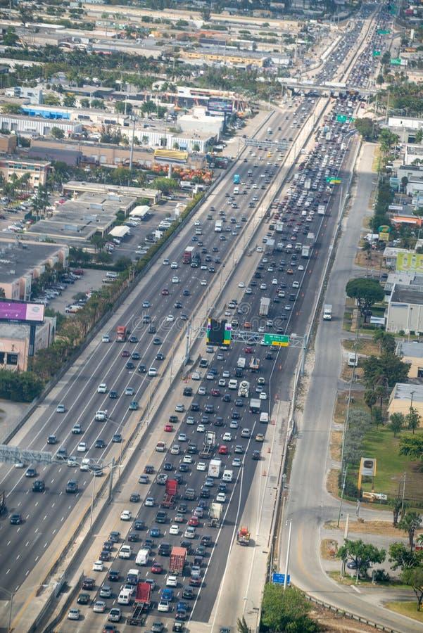 迈阿密从飞机窗口的跨境I-95鸟瞰图  免版税库存照片