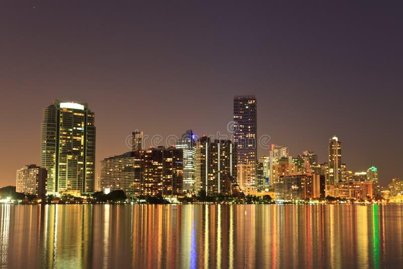 迈阿密佛罗里达bayfront地平线在晚上 免版税库存图片