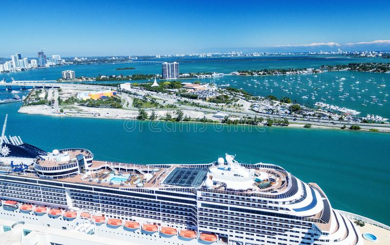 迈阿密口岸和市地平线,佛罗里达鸟瞰图  库存照片