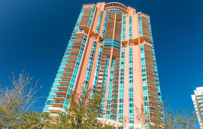 迈阿密海滩大厦在一美好的天 免版税库存图片