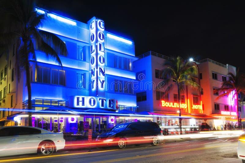 迈阿密海滩,海洋推进艺术装饰旅馆在夜之前 图库摄影