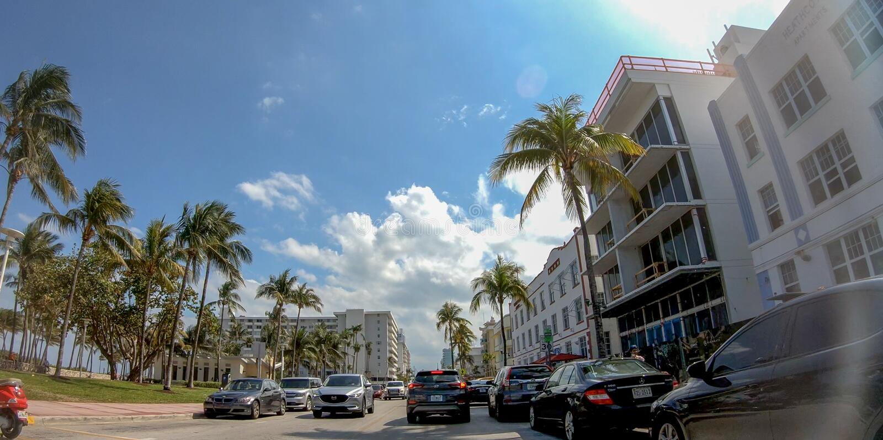 迈阿密海滩, FL - 2018年4月11日:海洋驱动在一个晴天 Th 库存图片