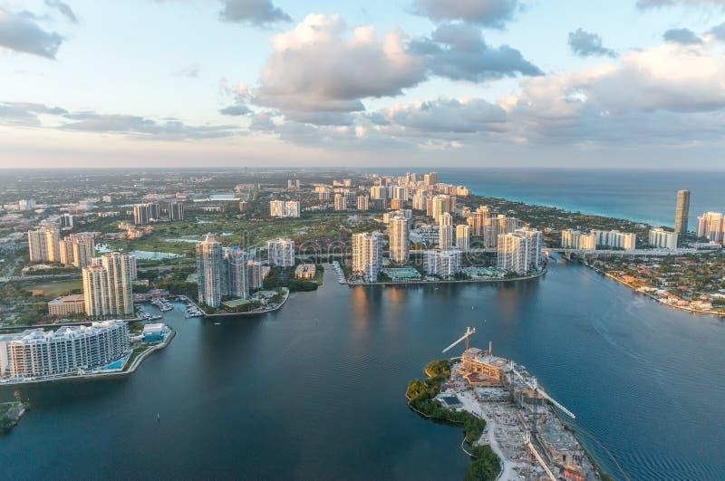 迈阿密美妙的地平线日落的,鸟瞰图 库存图片