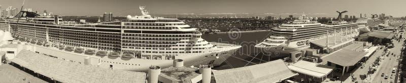 迈阿密- 2016年2月27日:口岸鸟瞰图与游轮的 库存图片