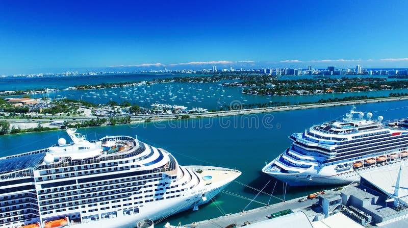 迈阿密- 2016年2月27日:在迈阿密口岸的游轮 城市 免版税库存图片