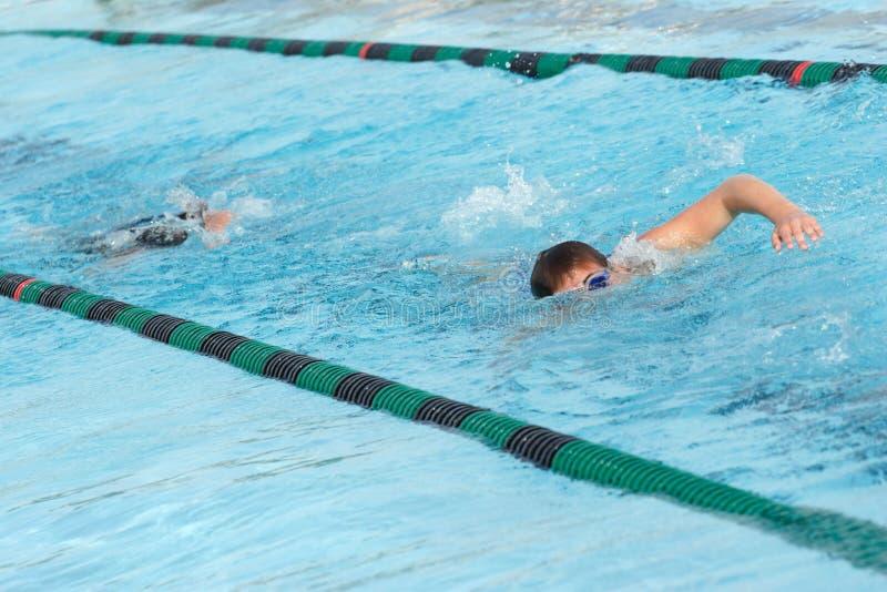 运作游泳队 免版税库存照片