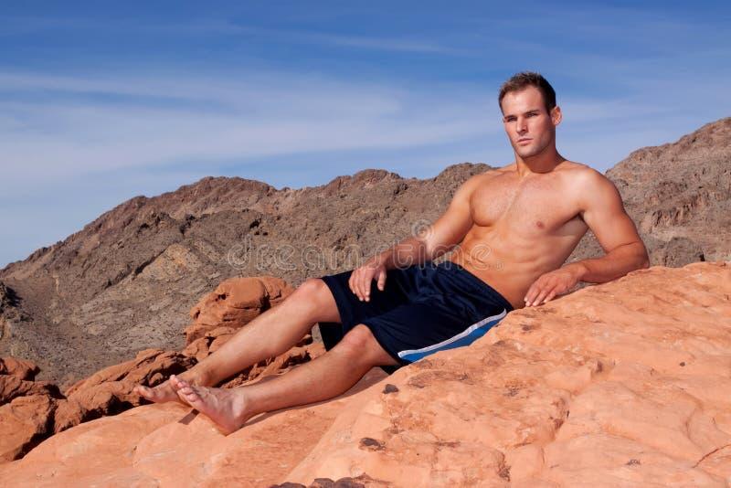 Download 运动人年轻人 库存照片. 图片 包括有 白种人, 爱好健美者, 运动, 地质, 横向, 短裤, 峡谷, 性感 - 15688356