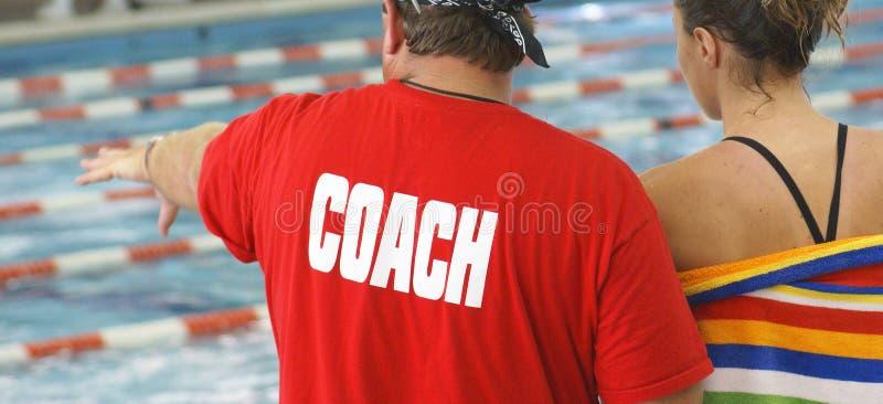 运动员教练游泳 库存照片