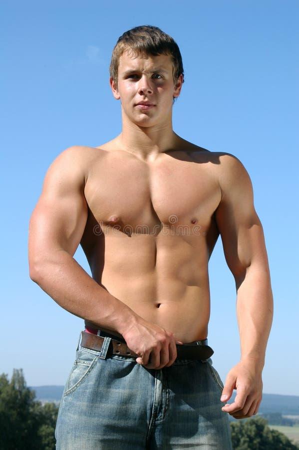 运动员肌肉年轻人 免版税库存图片