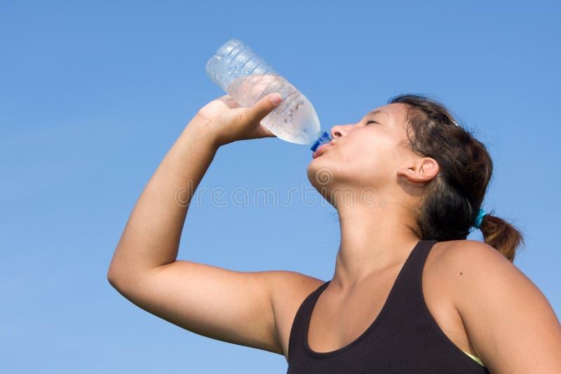 运动员饮用水 库存图片