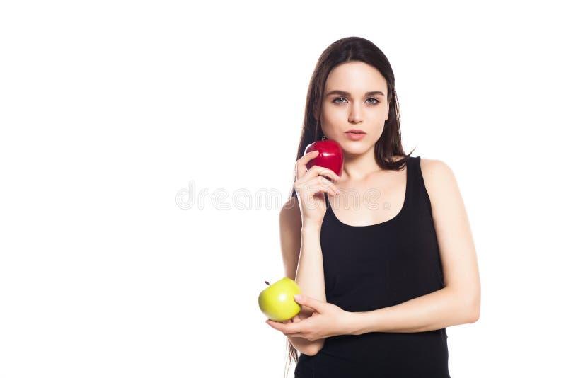 运动女孩用苹果 美好的白种人体育少妇,文本的空间画象  免版税库存图片