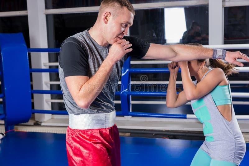 运动男性和女性画象实践bo的运动服的 库存照片