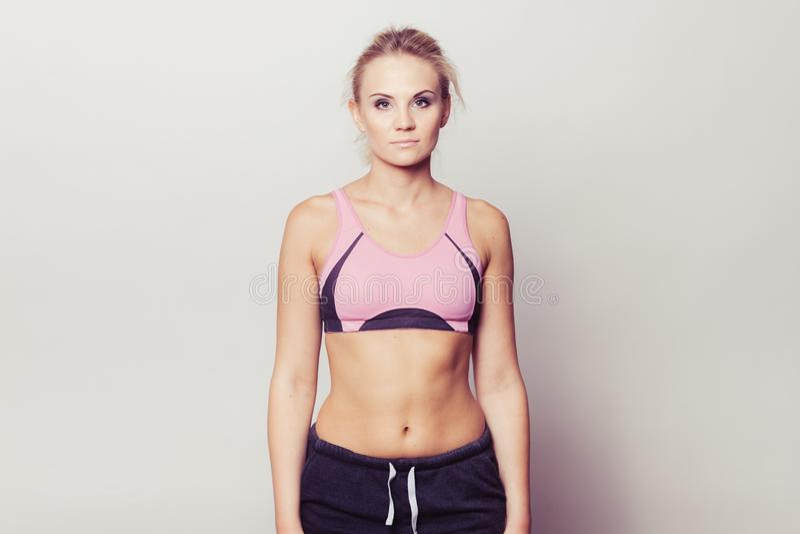 运动的适合健身妇女 免版税库存图片