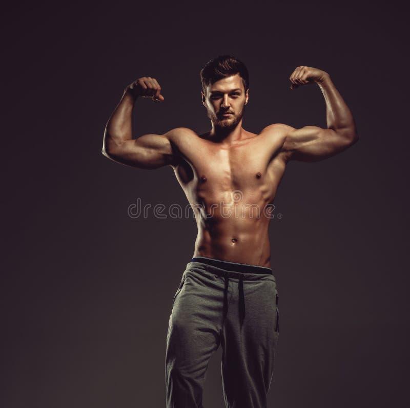 运动英俊的人 免版税库存照片