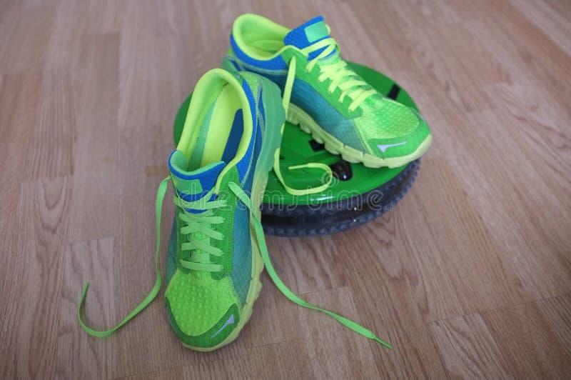 运动鞋或教练员在吸尘器 图库摄影