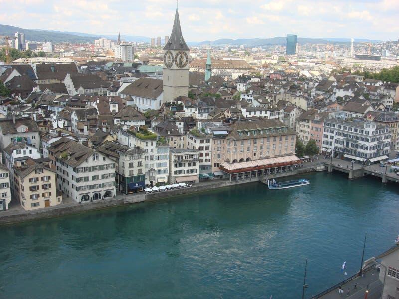 运河和尖沙嘴钟楼在伯尔尼,瑞士 库存图片