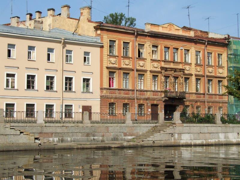 运河和建筑学在圣彼得堡 圣徒Petersburge,俄罗斯 图库摄影