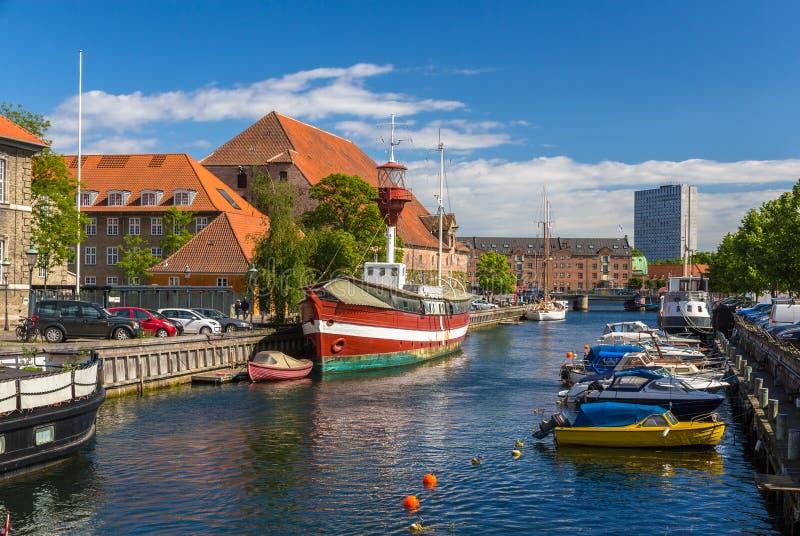 运河在哥本哈根市中心,丹麦 免版税库存图片