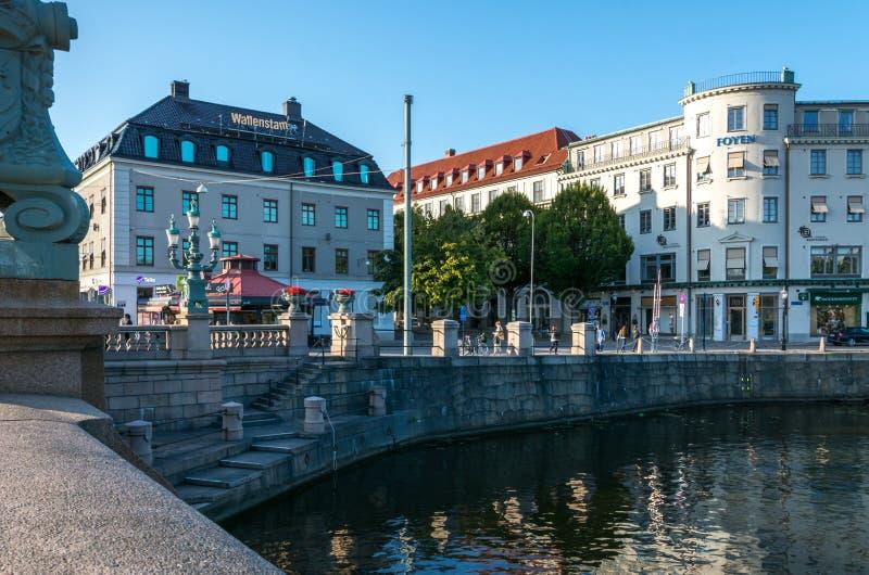 运河在哥特人的历史的中心在Kungsportsplatse附近的 库存照片