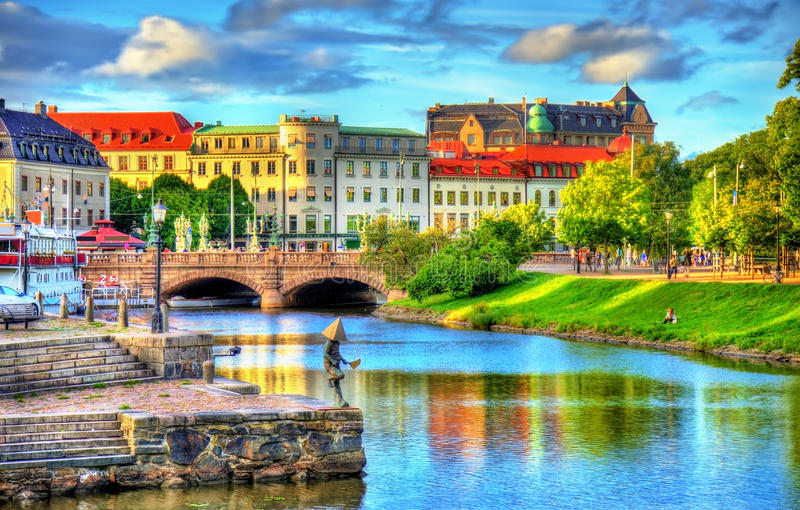 运河在哥特人-瑞典的历史的中心 免版税库存照片