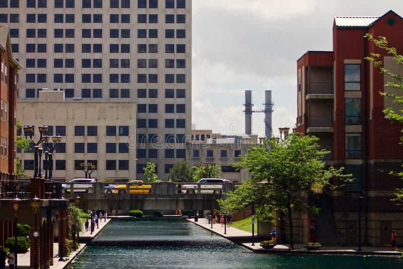 运河在街市印第安纳波利斯 免版税库存图片