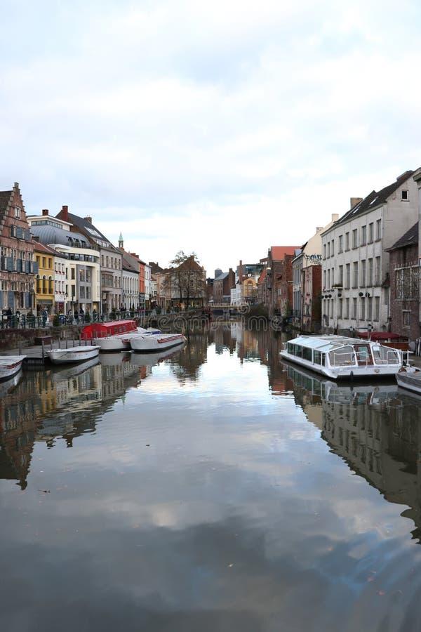 运河在街市跟特,比利时 库存图片