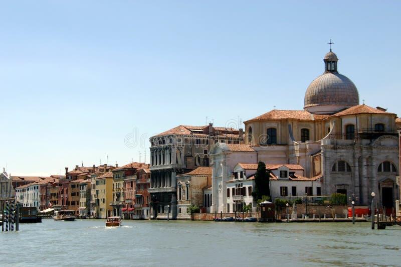 运河在视图的重创的意大利 免版税库存照片