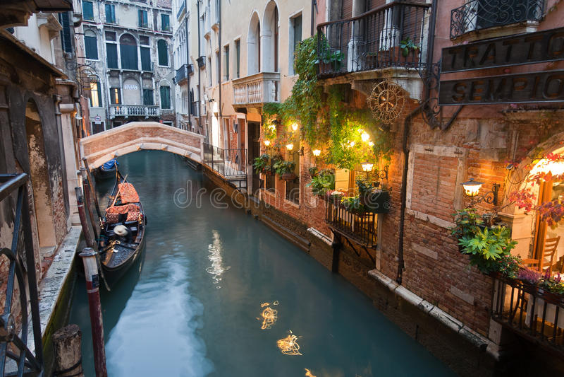 运河意大利晚上威尼斯 免版税库存照片