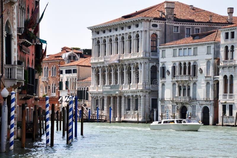 运河的威尼斯式房子 免版税库存图片