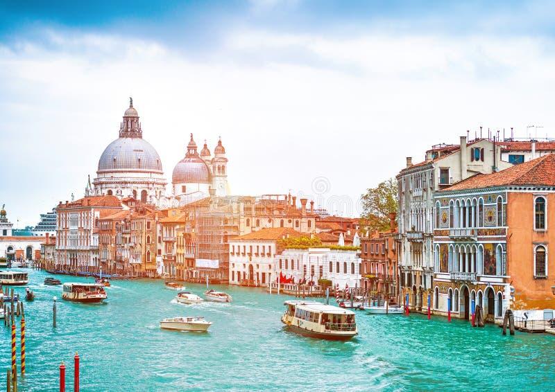 运河重创与大教堂二圣玛丽亚della致敬在威尼斯 库存图片