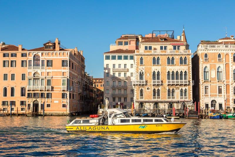 运河重创的意大利威尼斯 图库摄影