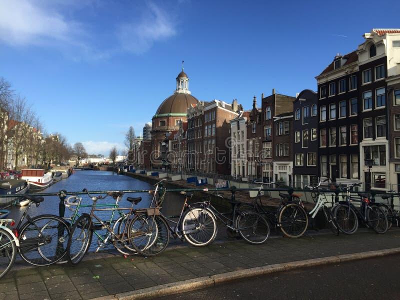 运河ans自行车在阿姆斯特丹 库存图片