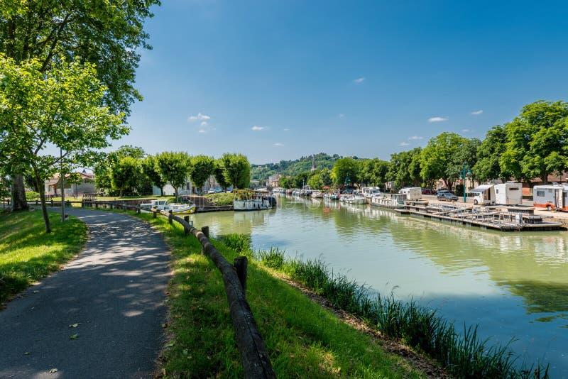 运河de加龙河在穆瓦萨克,法国 库存图片