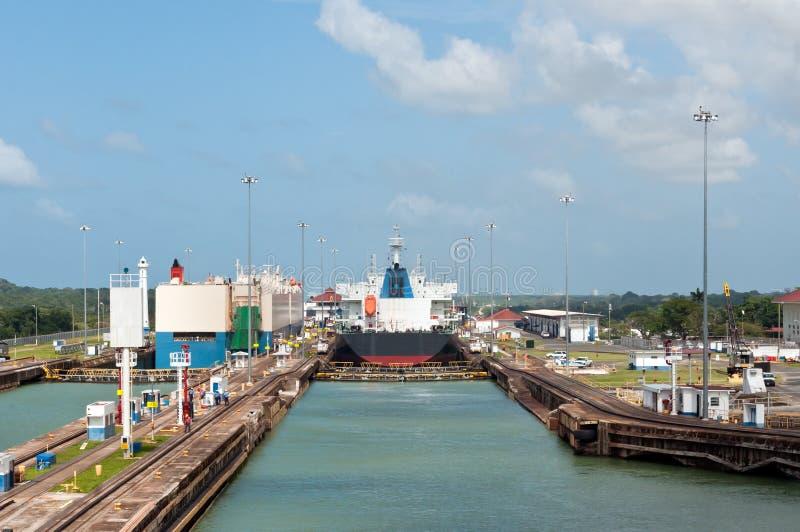 运河gatun锁定巴拿马 免版税图库摄影