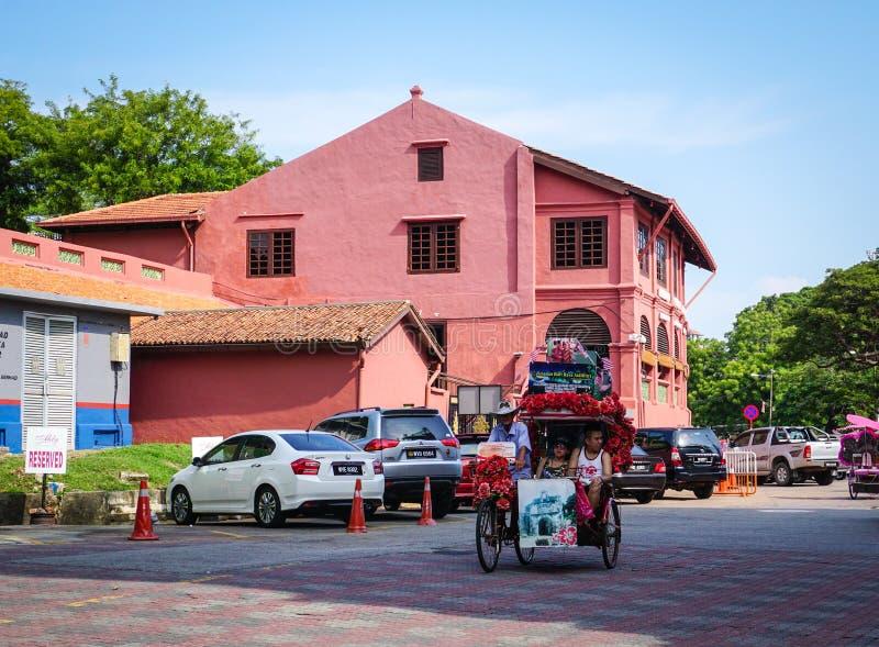 运行在街道上的三轮车在马六甲市,马来西亚 免版税库存照片
