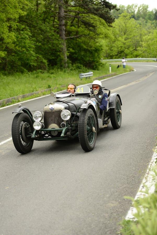 运行在Mille Miglia种族的赖利汽车 免版税库存图片