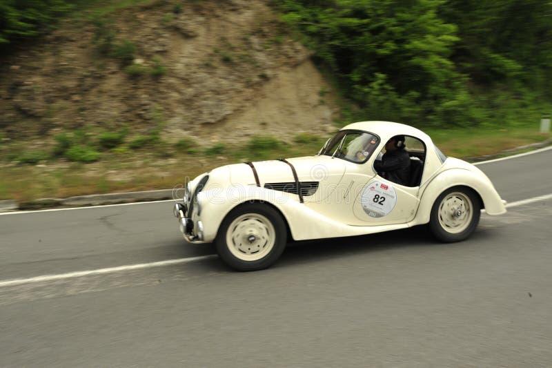 运行在Mille Miglia种族的BMW汽车 图库摄影