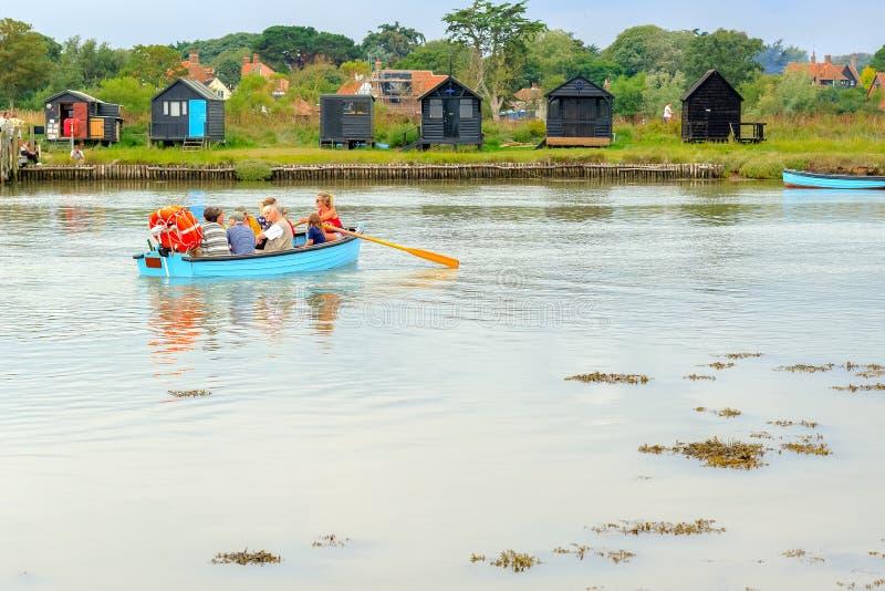 运行横跨河布莱斯的传统划艇从如此 库存图片