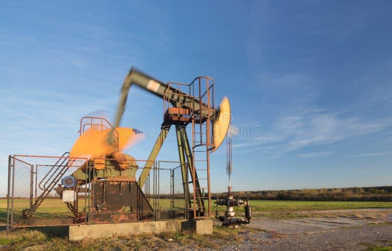 运行的油泵,被弄脏的运动机件 图库摄影