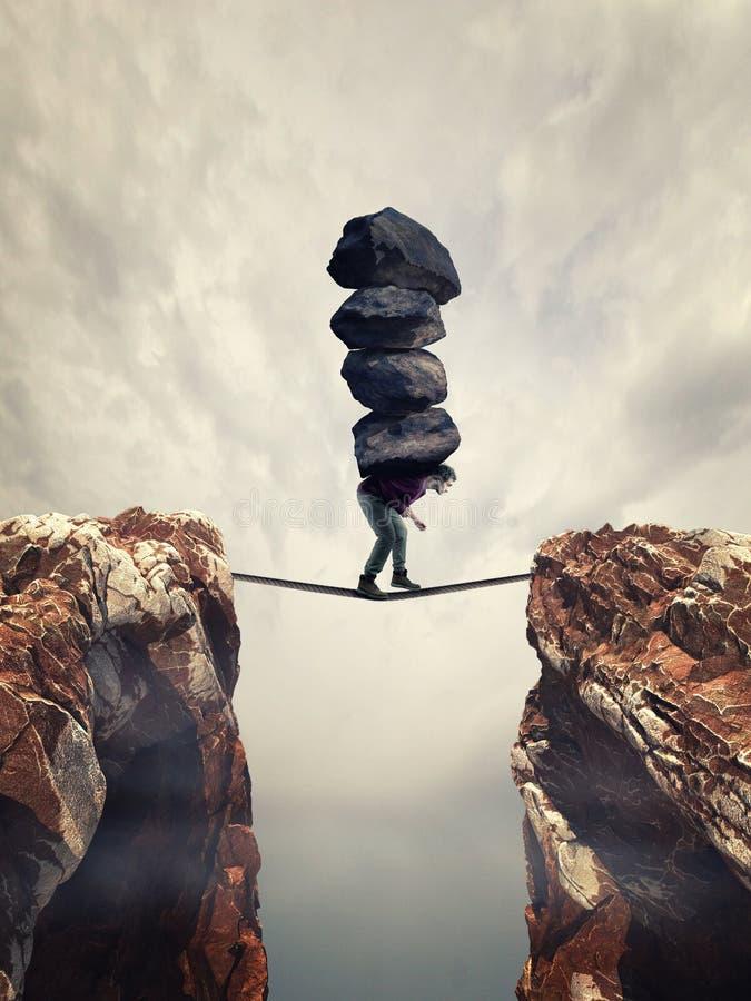 运载在绳索的岩石 免版税库存图片