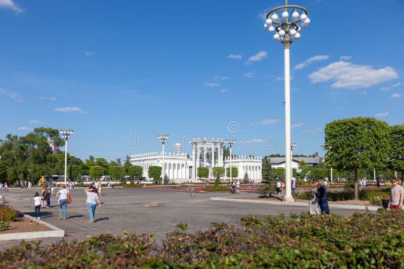 运载火箭`东部`的模型在空间亭子的在全俄罗斯展览会 库存图片