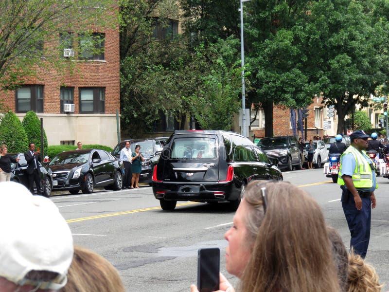 运载约翰・麦凯恩在华盛顿特区的柩车` s小箱 免版税库存照片