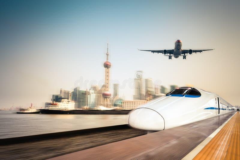 运输和现代都市背景 免版税库存图片