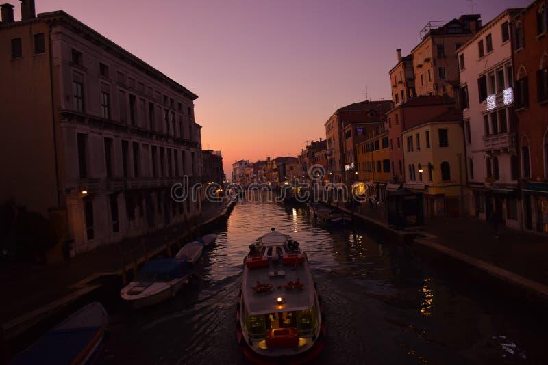 运输小船在威尼斯 免版税库存照片