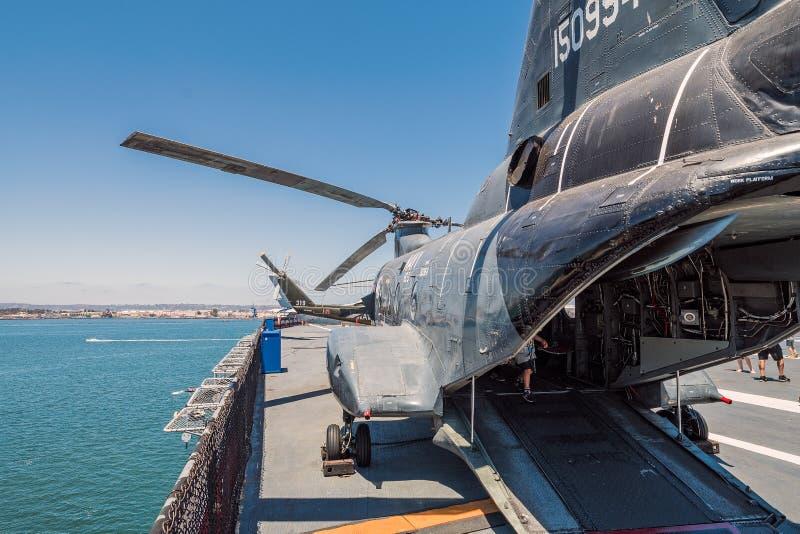 运输并且抢救直升机Uss中途航空母舰博物馆圣地亚哥港口加利福尼亚明白夏日 免版税库存照片