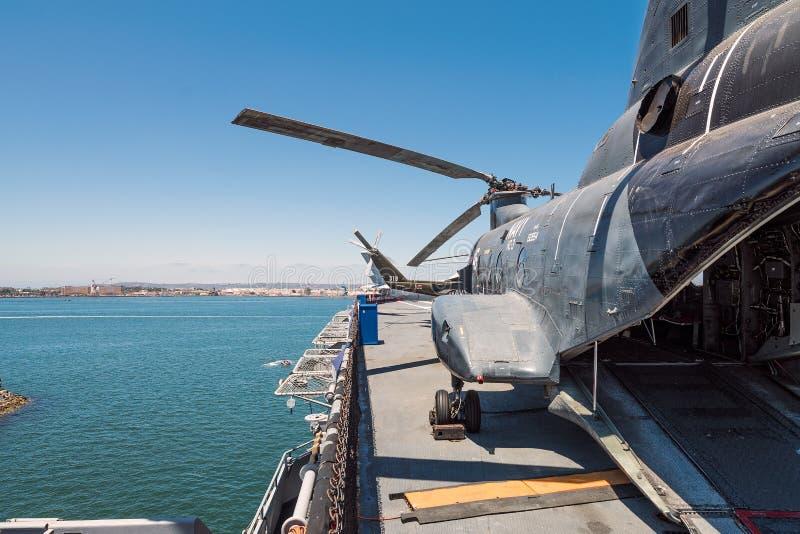 运输并且抢救直升机Uss中途航空母舰博物馆圣地亚哥港口加利福尼亚明白夏日 库存图片