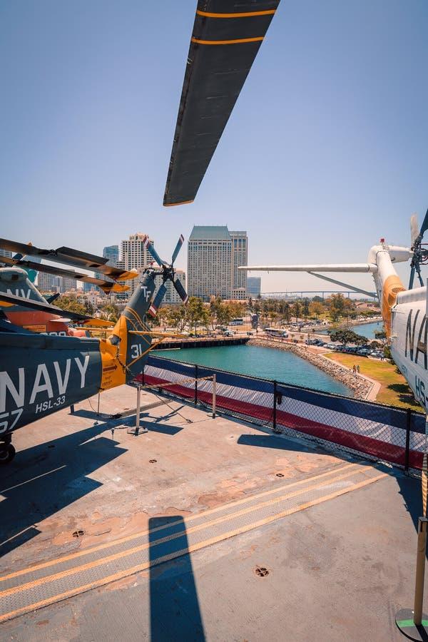 运输抢救直升机动叶片USS中途航空母舰博物馆圣地亚哥港口加利福尼亚明白夏日 图库摄影